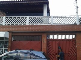 Casa 05 Dorm + 03 Casas No Quintal