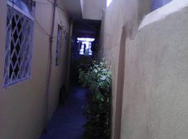 Casa 01 Dorm. Bem Localizada